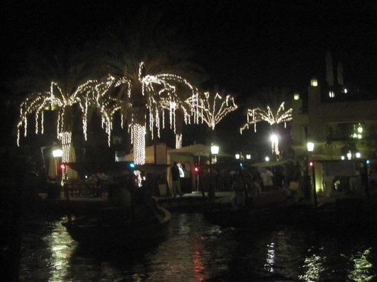 Souk Madinat Jumeirah : Les gondoles sur les canaux