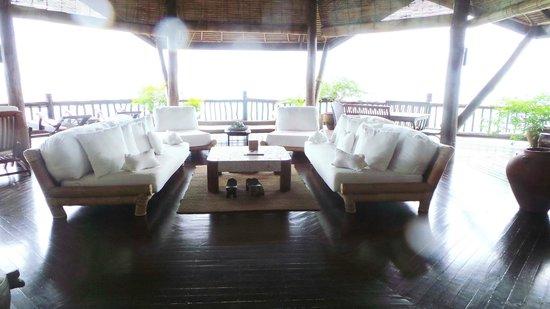 Pearl Farm Beach Resort: Malipano villa -living room