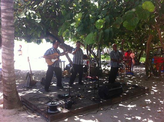 Melia Las Americas: каждый день перед обедом играют музыку