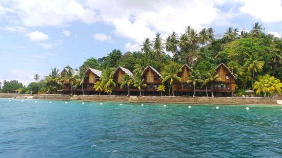 Pearl Farm Beach Resort: Approaching the resort