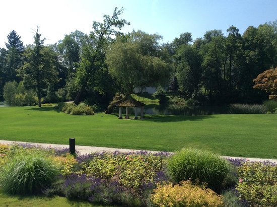 Falkensteiner Schlosshotel Velden: Blick in den Garten