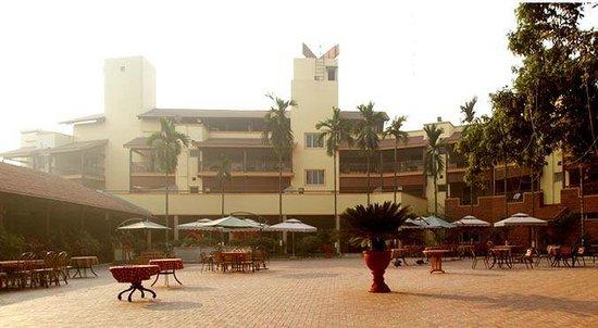 Daman Ganga Valley Resort Pvt. Ltd: courtyard area