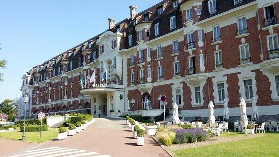 Hôtel Barrière Le Westminster : facade