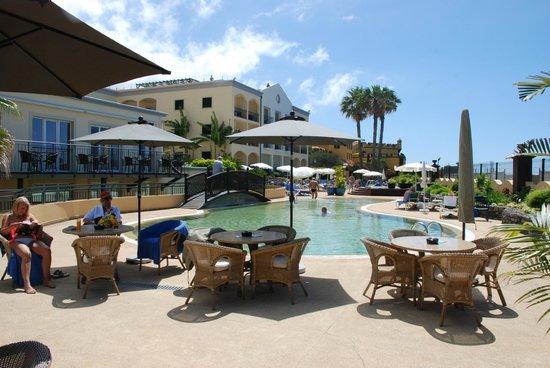Porto Santa Maria Hotel: zwembad met zeezicht