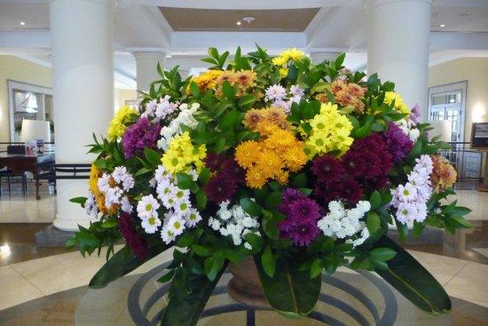 Porto Santa Maria Hotel: Dagelijkse bloemenpracht