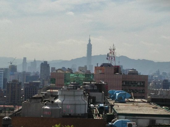 Caesar Park Taipei : View from roof top garden