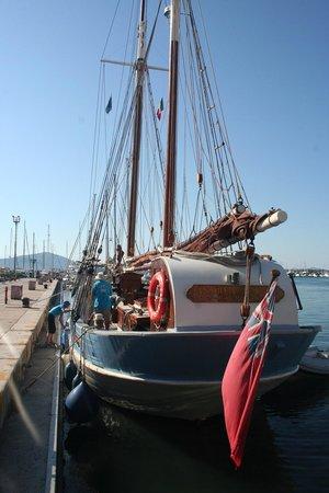 The Andrea Jensen Boat Trip: Andrea Jensen in de haven van Alghero