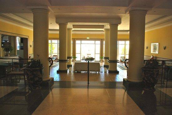 Porto Santa Maria Hotel: Hall