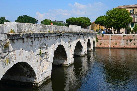 The Tiberius Bridge : View looking West