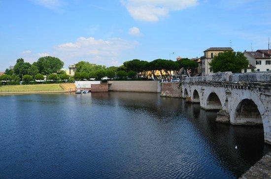 The Tiberius Bridge : General view looking North