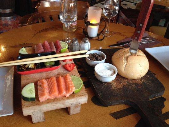 Restaurant Diferent: Vorspeise: Bauernbrot  und Sashimi