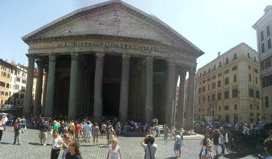 Tomba di raffaello sanzio 2 foto di pantheon roma for Esterno pantheon