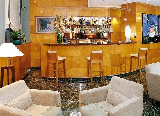 NH Barcelona Entenza: Bar