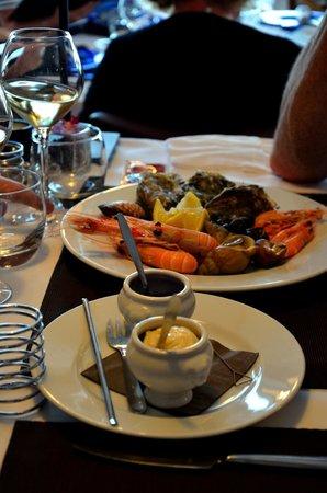 Restaurant des rochers : Assiette de fruits de mer