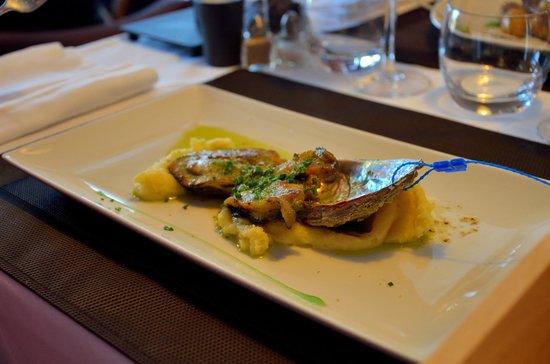 Restaurant des rochers : Poêlée d'ormeaux jus persillé, pomme purée double beurre
