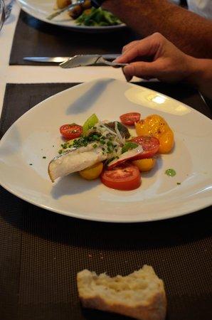 Restaurant des rochers : Saint Pierre en chlorophylle d'herbe, déclinaison de tomates