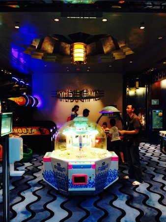 Disney's Hollywood Hotel: the game room