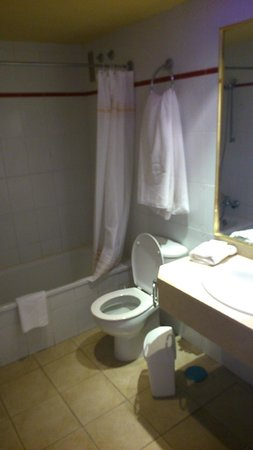 Globales Tamaimo Tropical : bathroom
