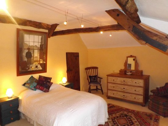 Bowhayes Farm: Double Bedroom