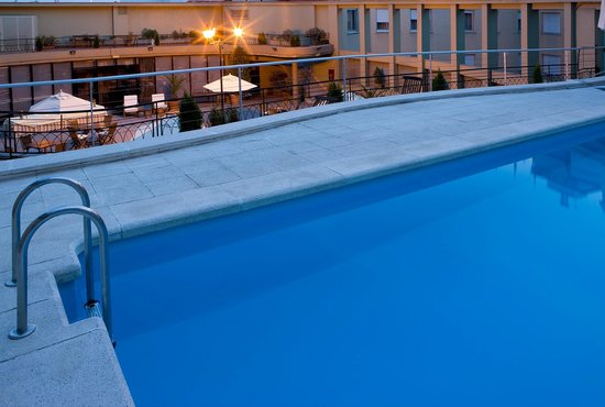 NH Collection Madrid Colón: Swimming Pool