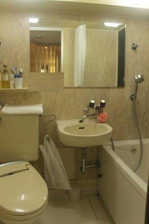 Hotel MyStays Asakusa: bathroom