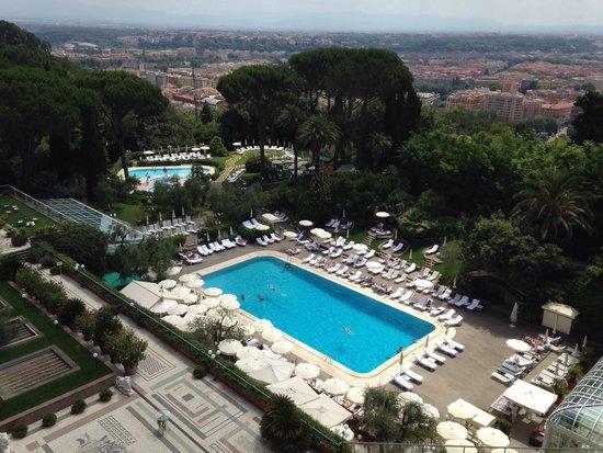 Rome Cavalieri, Waldorf Astoria Hotels & Resorts: Pool view