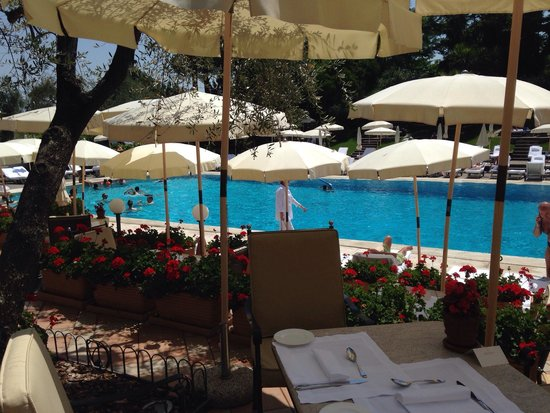 Rome Cavalieri, Waldorf Astoria Hotels & Resorts: Pool bar
