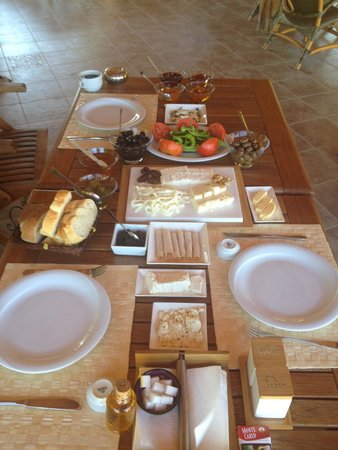 Villa Mercan: Breakfast