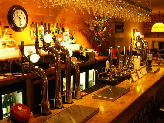 Redwing Bar and Dining: Bar