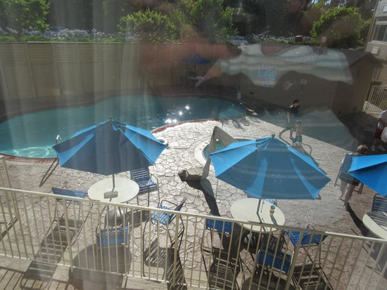 Inn & Suites At Discovery Kingdom: Swimming Pool Area, Best Western, Discovery Kingdom, Vallejo