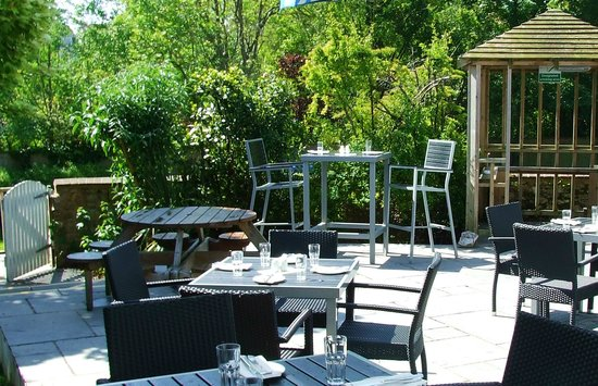 Redwing Bar and Dining: Garden