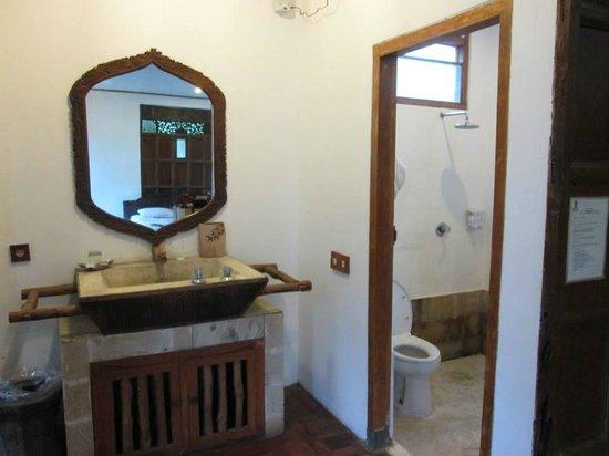 Sapu Lidi Resort: bathroom, not so clean