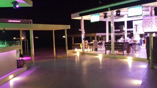 By night picture of chill out luanda tripadvisor - Fotos chill out ...