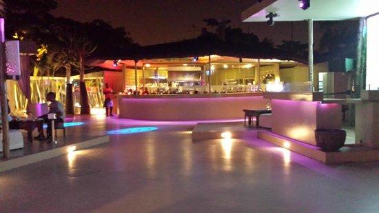 Chill Out : Le bar et sa piste de dance