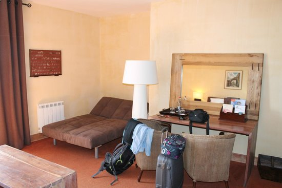 Citadelle Vauban Hotel Musée : chambre côté bureau