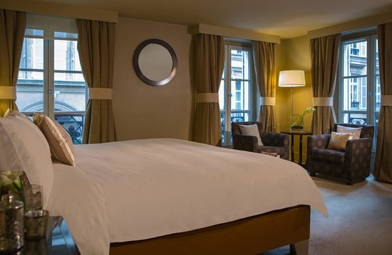 Renaissance Paris Vendome Hotel: Parisian Junior Suite – Sleeping Area