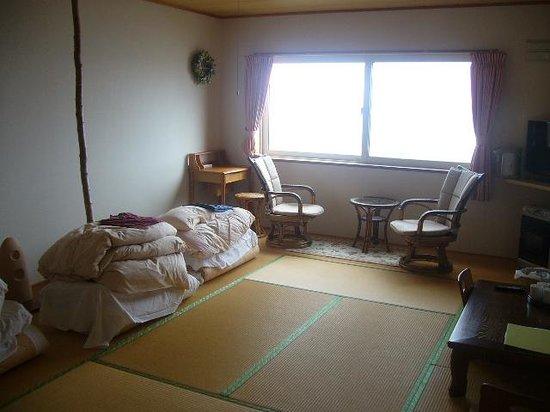 Rebun Island Sukoton Cape : 部屋の中です。私たちが使用後の布団など、少し荒れていること、すみません。