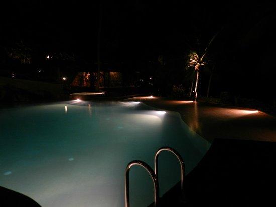 Niraamaya Retreats: pool at night