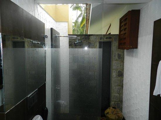 Niraamaya Retreats: open shower in room