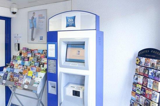Ibis Budget Narbonne Est : Distributeur Automatique de Chambre