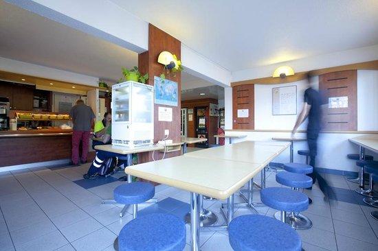 Ibis Budget Narbonne Est : Salle petits déjeuners, Lobby