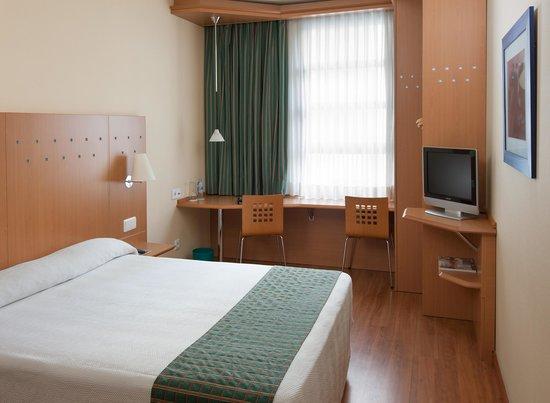 NH Valencia Las Ciencias: Room