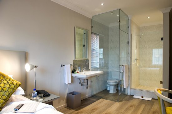 CedarWoods of Sandton : Modern Single Room Bathroom