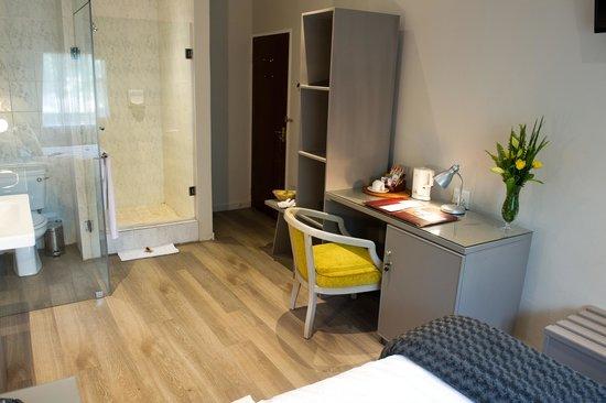 CedarWoods of Sandton: Modern Single Room