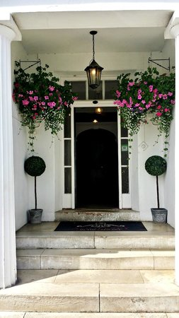 The Anglesey Hotel: Front Entrance