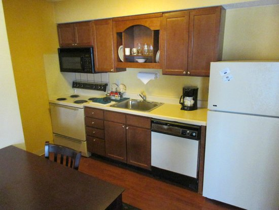 New Haven Village Suites: La kitchenette