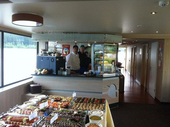 Wellnesshotel Auerhahn: Fischbuffet auf See