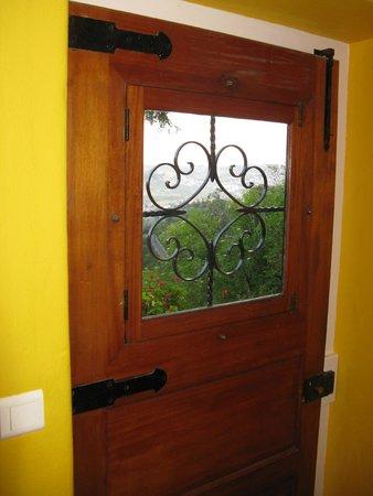 Cinco Bed & Breakfast: Входная дверь
