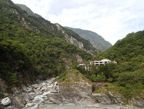 Silks Place Taroko : 太魯閣渓谷に建つホテルの外観