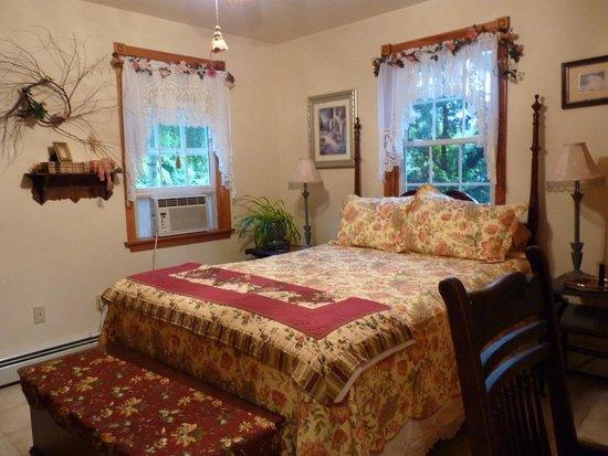 Sheppard's Place: Notre chambre (sur le devant, côté route)